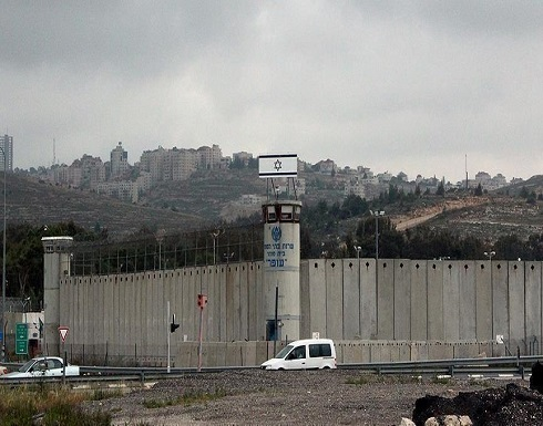 معتقل فلسطيني بسجون إسرائيل يعلق إضرابه عن الطعام