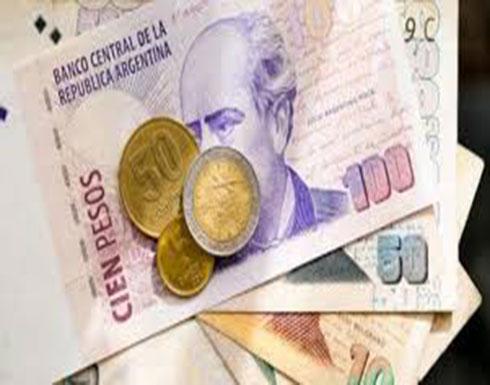 الأرجنتين.. تسارع التضخم يفقد البيزو نصف قيمته