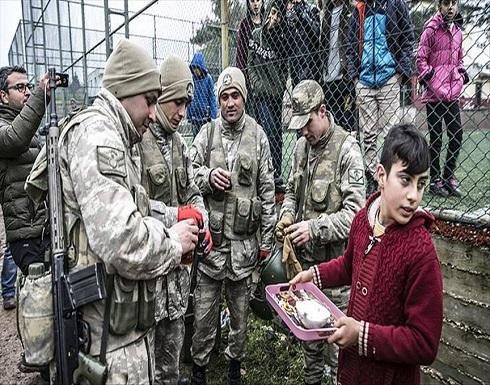 أتراك المناطق الحدودية مع سوريا يستقبلون التعزيزات العسكرية بحفاوة كبيرة