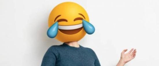 """""""يختلفان كليةً"""".. كيف يستخدم الرجال والنساء الـ Emoji في المحادثات؟"""
