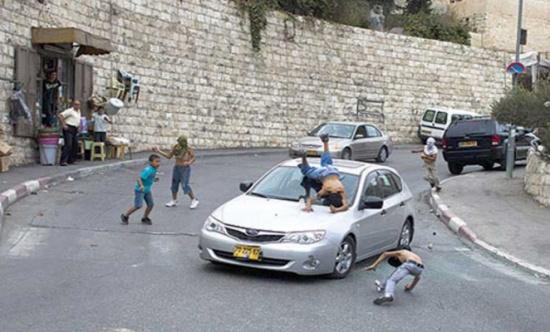 مستوطن اسرائيلي يدهس فلسطينياً شرقي القدس