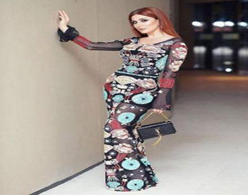 """بالصورة - فنانة سورية تثير السخرية بفستانها الشفاف والقصير... لماذا قالوا """"سلة خضار""""؟"""