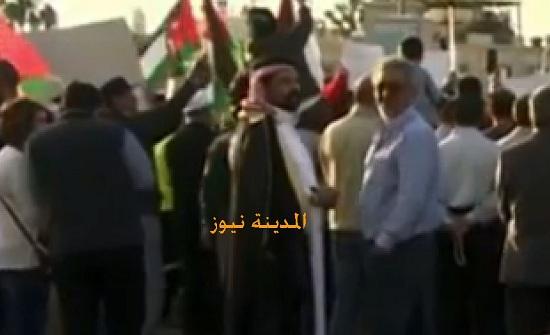 بالصور : فعاليات حزبية ونقابية وشعبية تنفذ وقفة احتجاجية امام السفارة الامريكية في عمان