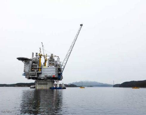 النفط يصعد لأعلى مستوياته في أعوام