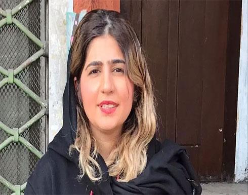 بعد رفضها طلب العفو من خامنئي.. إيرانية إلى السجن