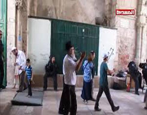 مستوطنون صهاينة يقتحمون المسجد الأقصى بحراسة مشددة من شرطة العدو