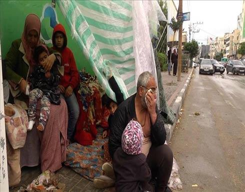 """في غزة.. """"الفقر"""" يُلقي بعائلات فلسطينية إلى الشارع"""