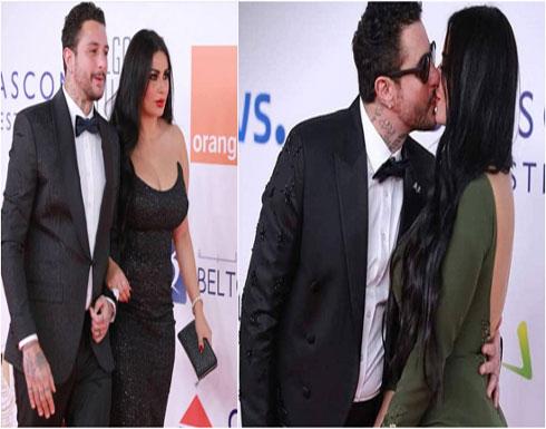 بالفيديو : أحمد الفيشاوي يُعلّق على تقبيل زوجته بمهرجان الجونة.. فماذا قال؟