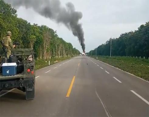 بالفيديو.. تحطم طائرة مدنية كبيرة على طريق للسيارات في المكسيك