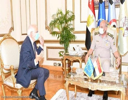 مصر.. وزير الدفاع يبحث مع بوريل الوضع في شرق المتوسط