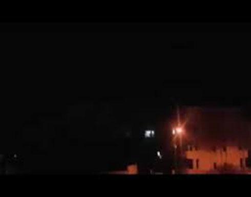 شاهد : الدفاعات الجوية السورية تتصدى لأهداف معادية وتسقط بعضها