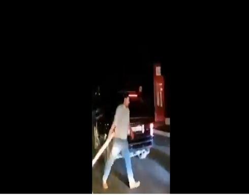 مواطنون يقطعون الطرقات في عدد من المناطق في لبنان .. بالفيديو