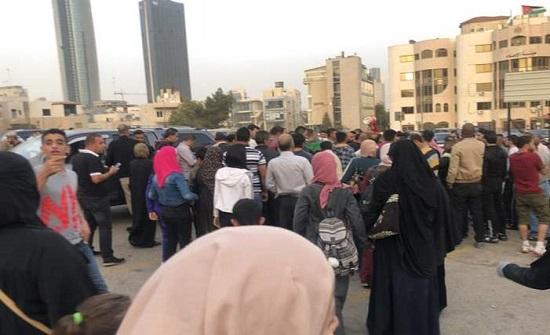 بالفيديو : أردنيون يعتصمون للمطالبة بالعفو العام