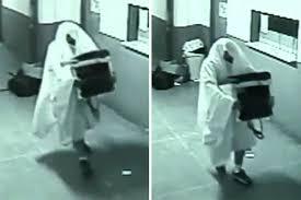 """بالفيديو: """"أشباح"""" تسرق أجهزة إلكترونية من مبنى في البرازيل"""