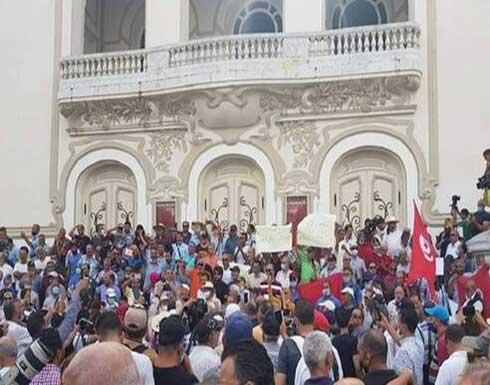 شاهد : مظاهرات في تونس تطالب بالعودة للمسار الدستوري