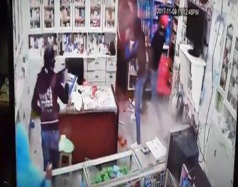 فيديو مرعب لاعتداء بالسيوف على صيدلية في مصر