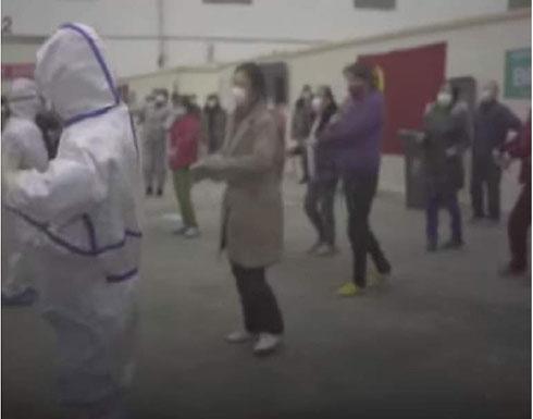 بالفيديو : لمواجهة الإحباط صينيون يتحدون كورونا بوصلات رقص
