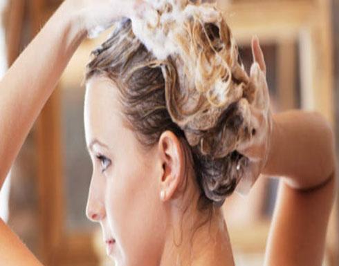 8 عادات خاطئة تدمر الشعر أثناء غسله احذريها