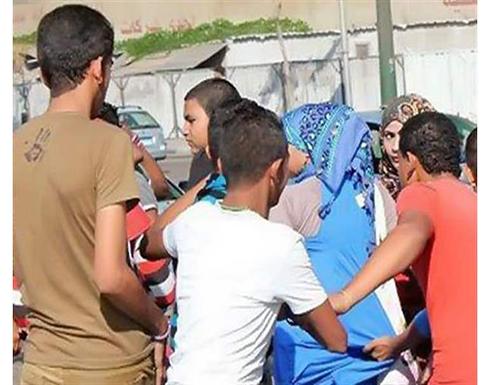50 طالبًا يتحرشون بمعلمة مصرية ورد صادم من مدير المدرسة