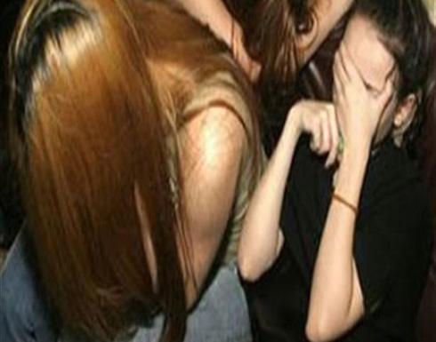 صور ورسائل مخلة .. ضبط فتاتين تروجان للرذيلة على الإنترنت بالجيزة
