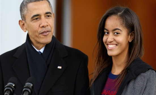 شاهد.. ابنة أوباما تواعد شابا في نيويورك