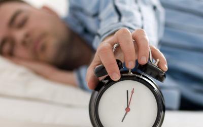 قلة النوم تزيد خطر الإصابة بالزهايمر