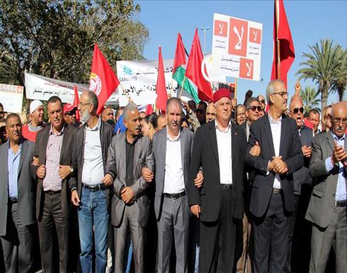 احتجاج آلاف العمال في تونس  ضد قرار تجميد الأجور