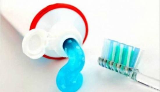 تحذيرات من استخدام معجون أسنان بدون فلورايد