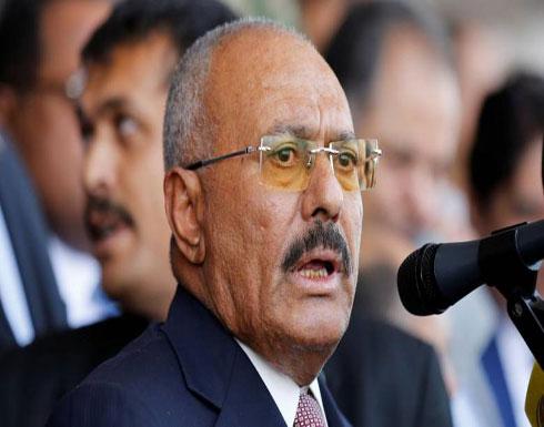 """بعد اقتحام الحوثيين قصر صالح في صنعاء ونشر صورة خمور """"كفريا""""… تعليق ساخر من وليد جنبلاط! ( صورة )"""