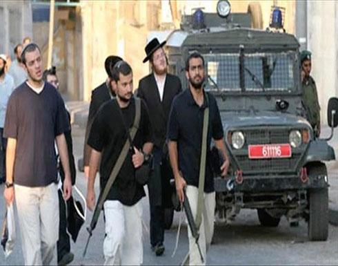 مستوطنون يعطبون إطارات عشرات السيارات في مدينة القدس
