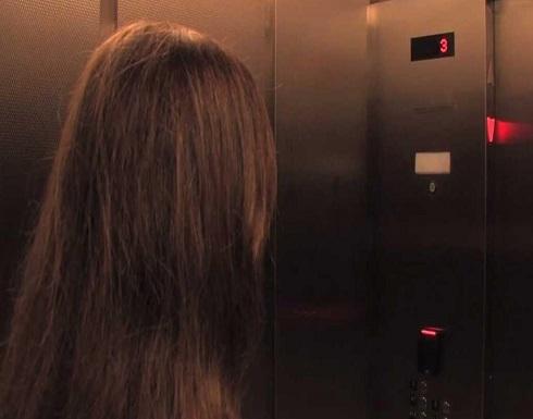 """وافد آسيوي يعتدي على  طفلة في مصعد ويبرر.. """"محروم من زوجتي"""""""