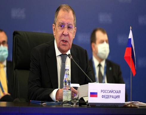 """لافروف: الاتحاد الأوروبي يحاول ألا """"يتخلف"""" عن الولايات المتحدة في """"معاقبة"""" روسيا"""