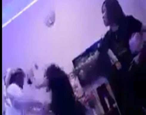 ثري خليجي يتعرض للضرب من فتيات بتايلاند (فيديو)