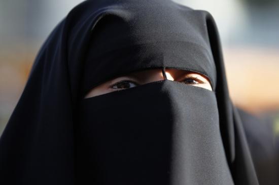 """""""قرار مفاجئ"""" المغرب يُعلن منع بيع أو تصنيع """"النقاب"""".. والهدف أمني!"""