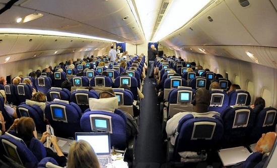 مسافر عربي يعتدي على مضيفة جوية على متن طائرة