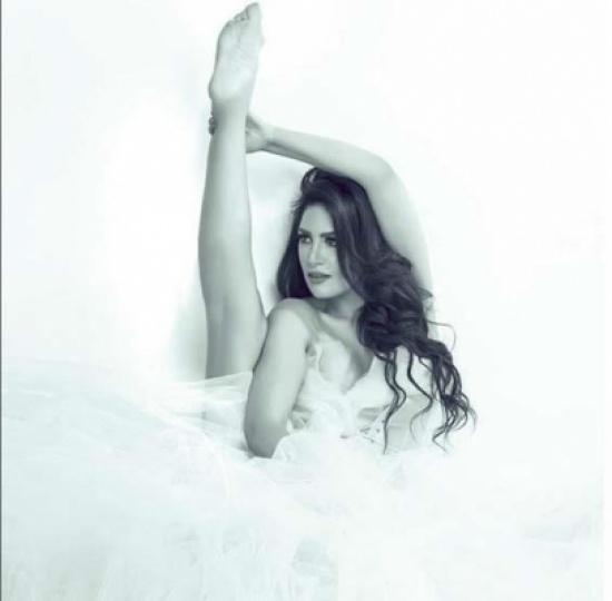 الراقصة ايمي سلطان تستعرض رشاقتها بهذه الصور