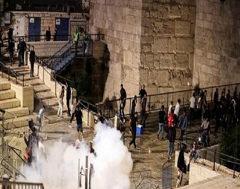 اعتقال و اصابة عشرات الفلسطينيين بعد اشتباكات في القدس .. بالفيديو