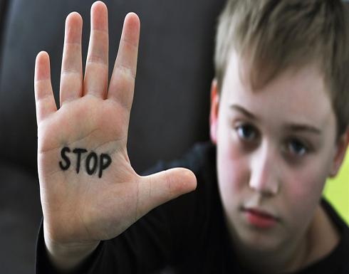 كيف تعلم طفلك التفريق بين اللمسة الآمنة والتحرش الجنسي؟ (صور)