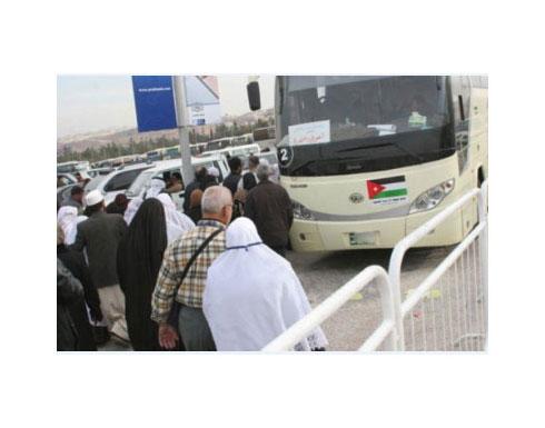 وصول 27 حافلة لحجاج 48 إلى الأراضي الأردنية