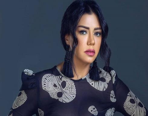 """فيديو : رانيا يوسف بمشهد مخل تظهر بـ """"بشكير"""" الاستحمام"""