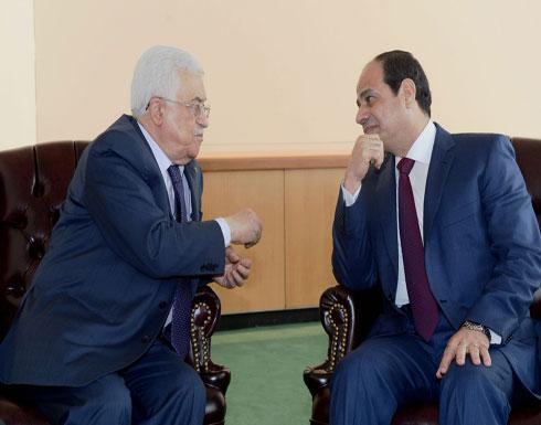 """قناة عبرية تكشف تفاصيل مكالمة """"متوترة"""" بين عباس والسيسي"""