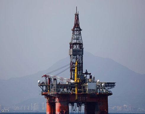 النفط يصعد وسط استمرار تخفيضات المعروض