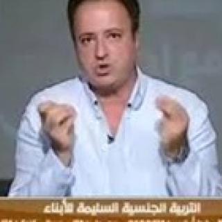 بالفيديو.. شاذ جنسيًا يعترف على الهواء: أمي سبب أزمتي