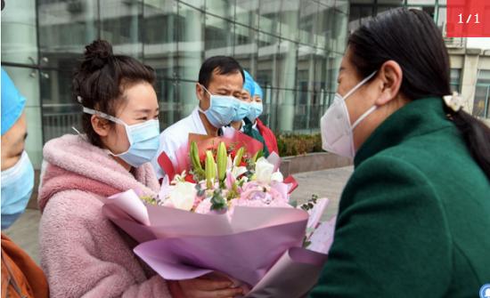 """نصائح من أول صينية تعافت من فيروس كورونا: """"لا داعي للخوف"""""""