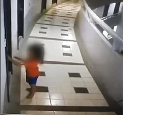 فيديو: ابنة الـ5 سنوات كانت تسير بنومها.. ثم سقطت من الطابق الـ 11!