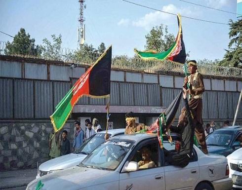 «طالبان» تستحوذ على أسلحة أمريكية واحتجاجات ضدها في مدن أفغانية