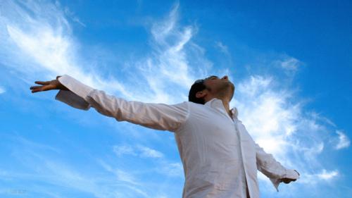 قانون الجذب يساعدك في تحقيق أحلامك