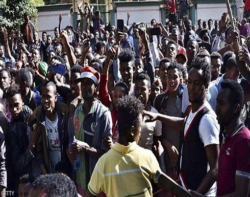 إثيوبيا تشدد إجراءات الأمن مع بدء جنازة المغني القتيل