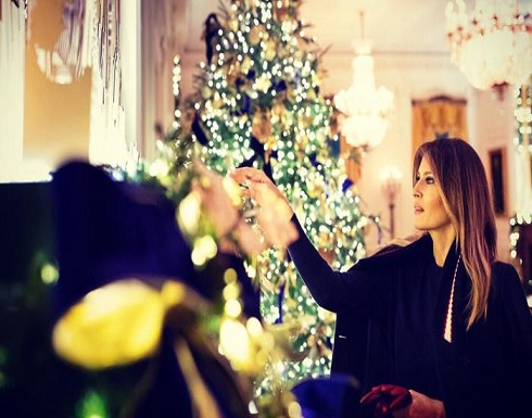 شاهد : ميلانيا ترامب تزين البيت الأبيض احتفالا بأعياد الميلاد