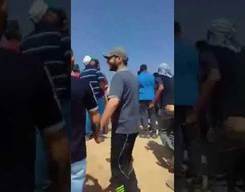 فرحة الكبيرة لهذا الطفل الفلسطيني بإسقاط طائرة إسرائيلية